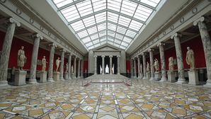 Ny Carlsberg Glyptotek interior with statues.jpg