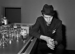 Tom Waits at the Paradise Rock Club 1977 Elizabeth Wolyski.jpg